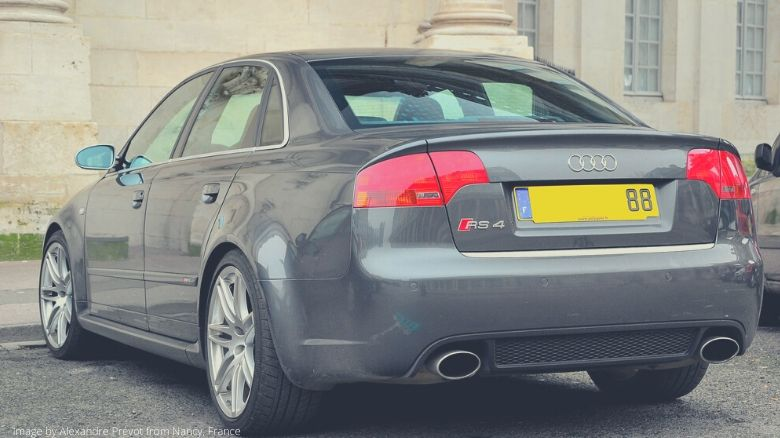 A gray Audi RS4