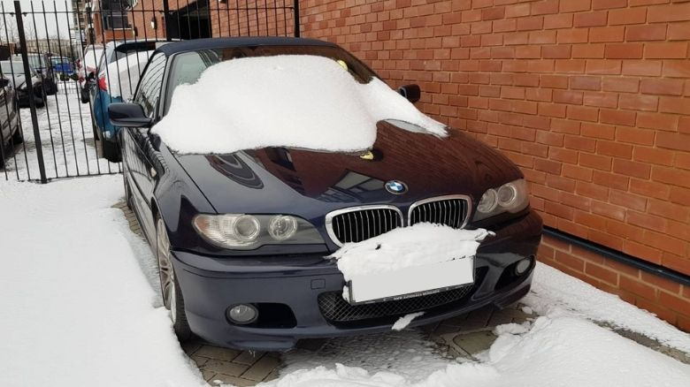 BMW 325 convertible in the snow